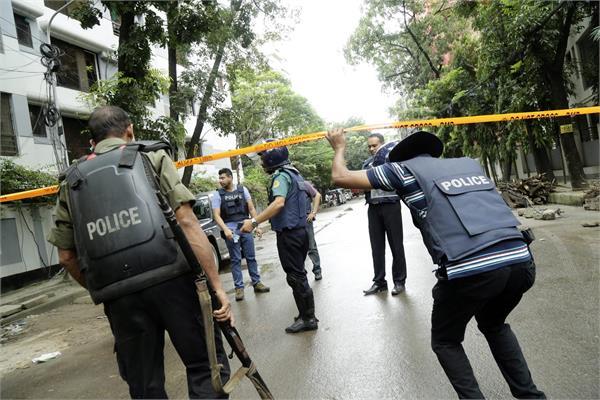 2 policemen injured in isis attack targeting bangladesh minister