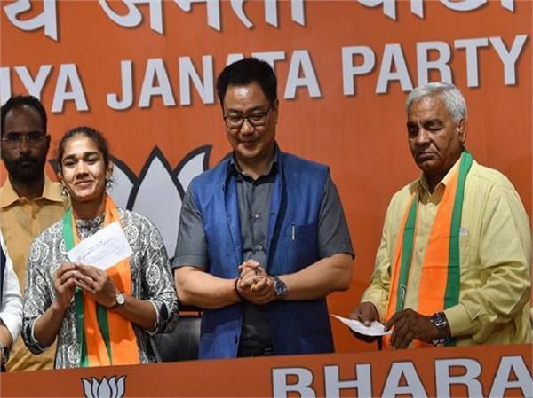 पहलवानी के बाद अब राजनीतिक अखाड़े में कदम रखेंगी 'दंगल गर्ल' बबीता फोगाट