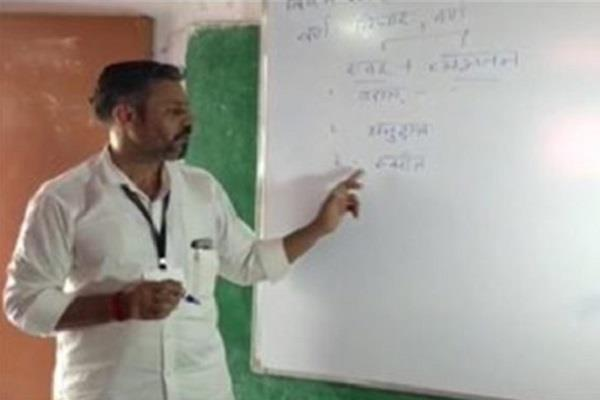 peon teaching sanskrit children 23 years now will get award