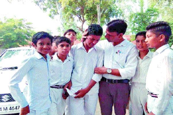 children wept bitterly on teacher s transfer