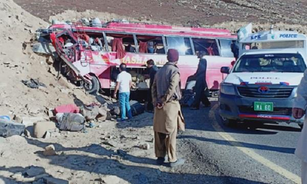 at least 26 people killed in bus crash in pakistan
