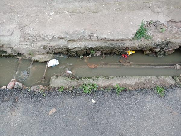 iph department s water pipes going through dirty