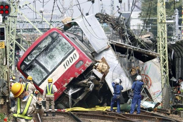 35 hurt as train truck collide near tokyo