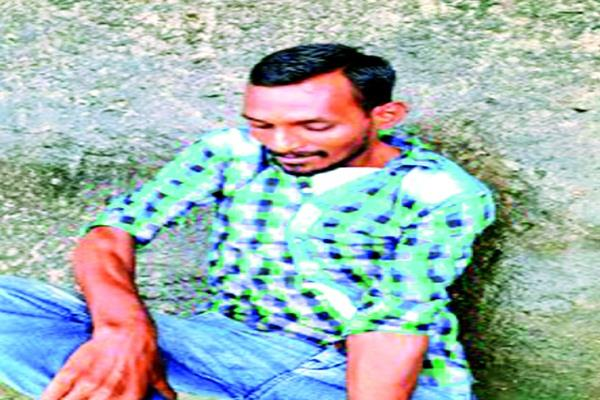 chain thief caught by girl mob thrashed fiercely