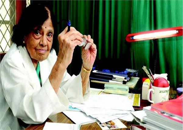 भारत की पहली महिला कार्डियोलॉजिस्ट, 101 साल की उम्र में भी कर रही है लोगों का इलाज