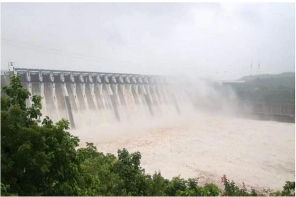 gujarat water released from sardar sarovar dam