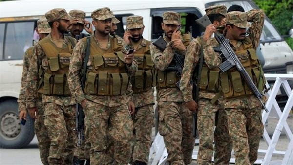pak moves over 2 000 troops close to loc indian army watching closely