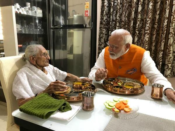 pm modi took blessings from mother heeraben on birthday