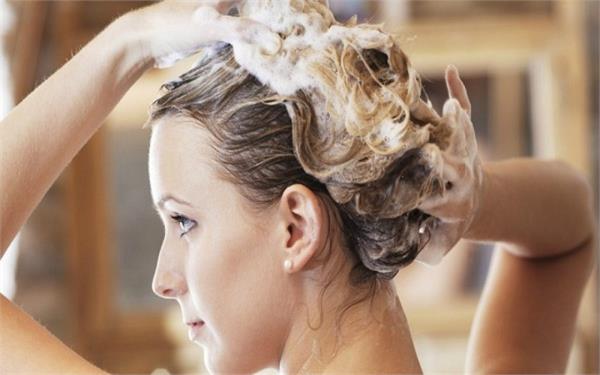Hair Care: शैंपू करते समय इन 8 बातों का रखेंगी ख्याल तो नहीं खराब होंगे बाल