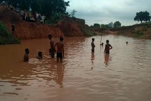 3 school students drown in water while taking a bath in mine