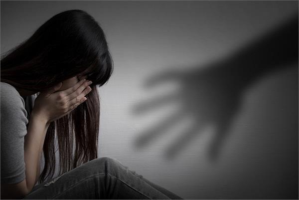पुलिसवाले ने ही दो साल तक किया शहीद की नाबालिग बेटी का रेप