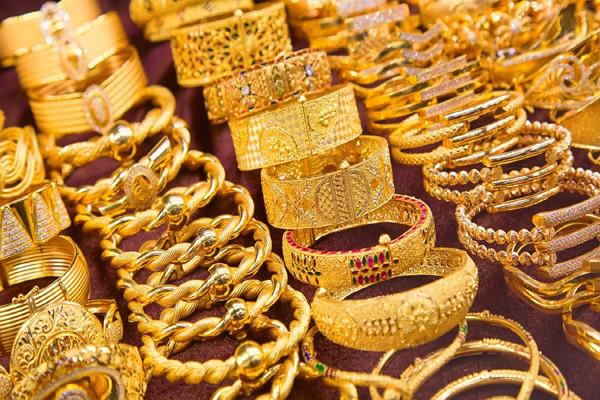 gold shines by rs 200 silver rises by rs 975
