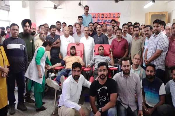blood donation camp in una hospital