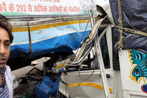 roadways bus full of passengers and pickup collide strongly