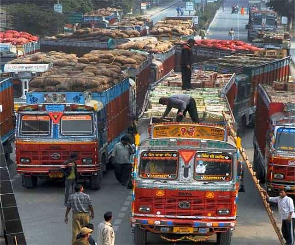 onion trucks from afghanistan arrive at wagah border