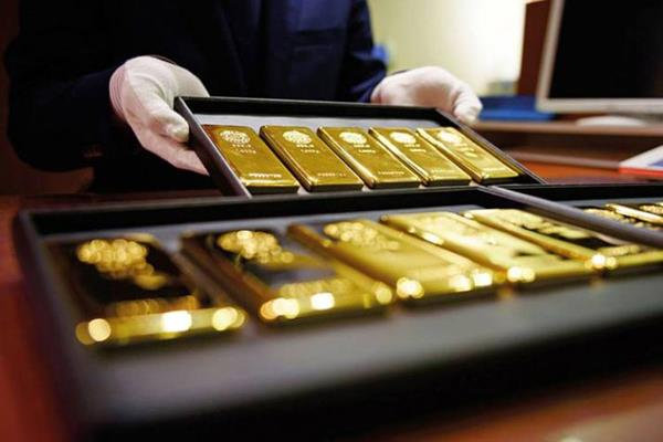 gold shines by rs 200 silver by rs 350