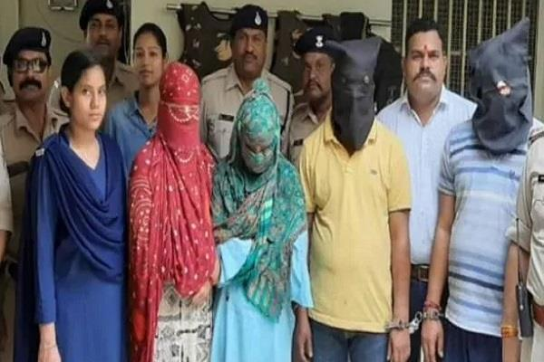 another  honey trap  busted in bhopal