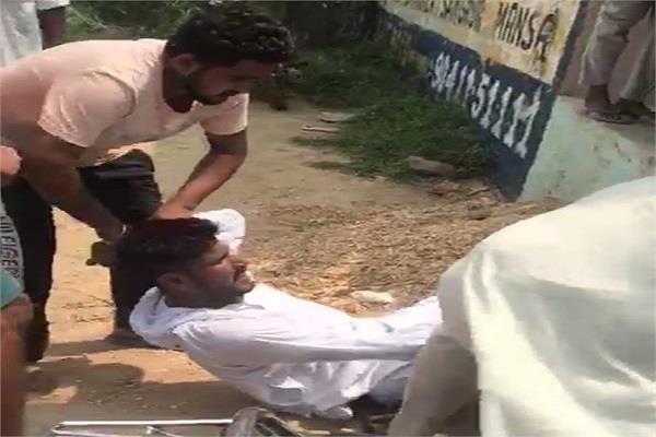smugglers who came to supply drugs were beaten up by the villagers