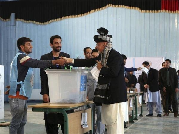 pak opens border crossings for afghans to take part in voting