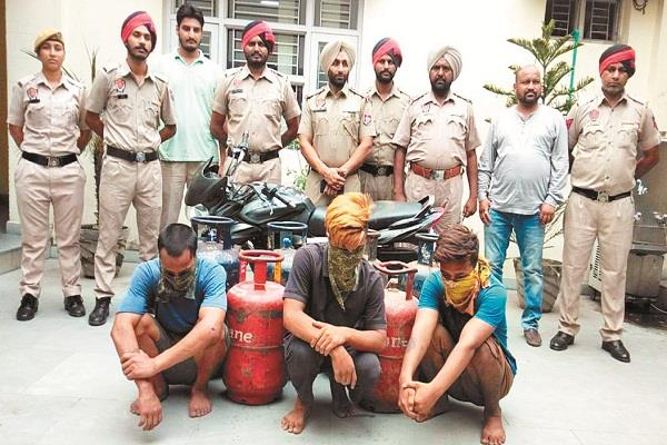 3 people arrested with stolen cylinders