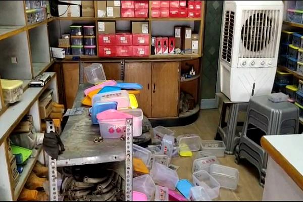 robbery in spare parts shop case registered on shopkeeper s complaint