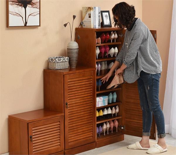 Vastu Tips: शनिदेव कर देंगे कंगाल अगर गलत जगह पर रखेंगे जूते-चप्पल