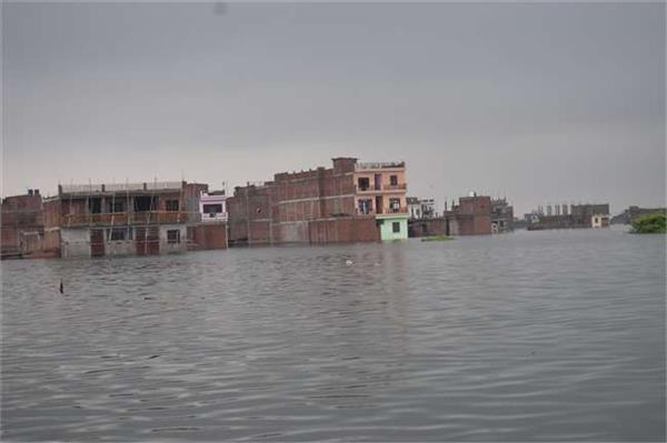 ganga yamuna is flowing above the danger in prayagraj