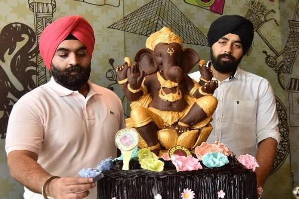 106 kg ganesha made from chocolate