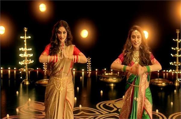 मां दुर्गा के गाने पर डांस करते हुए सांसद नुसरत और मिमी की वीडियो वायरल