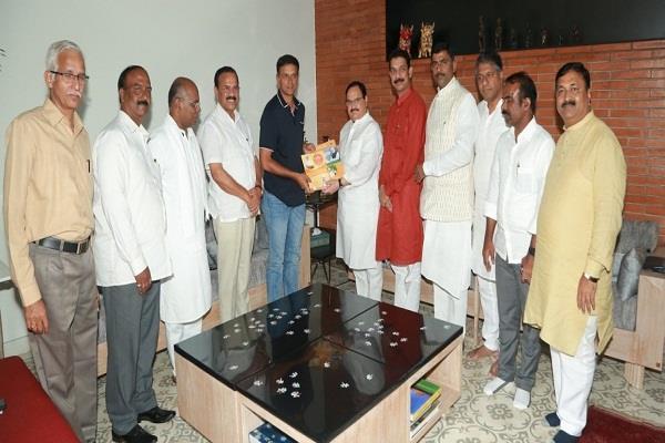 karnataka bjp working president jp nadda meets cricketer rahul dravid