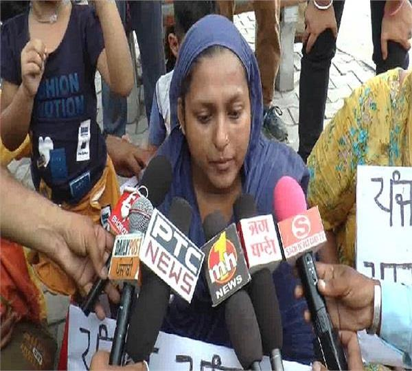 woman sitting with bhandari bridge demanding death