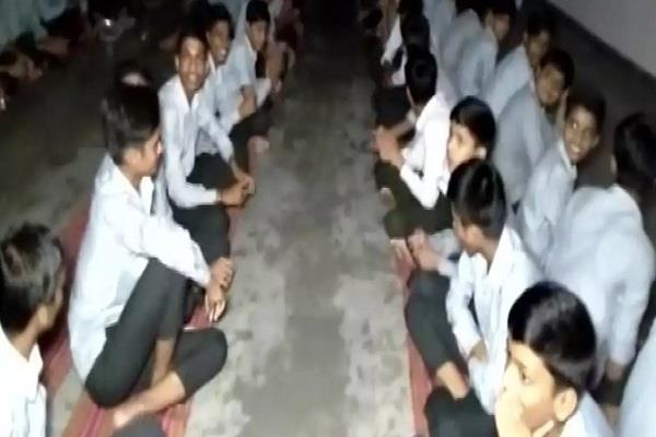 400 children and teachers have been trapped in rajasthan
