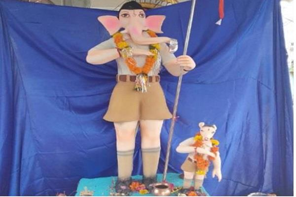 ganesha wearing rss dress in 100 year old temple of rajgarh