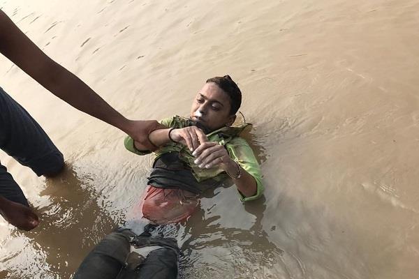 women drown in deep water during ganesh immersion sutlej darya