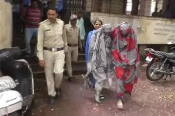 honeytrap case 3 crore demanded officer making video five women arrested