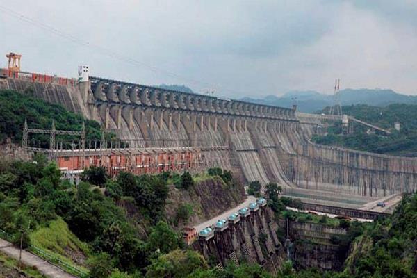 gujarat sardar sarovar dam s water level crossed 136 meters alert issued