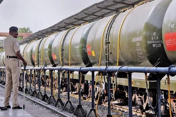 latur railways hand over 9 crore bill for sending water suresh prabhu waived