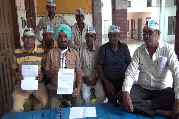 aap 15 officials including president of sirsa lok sabha resign