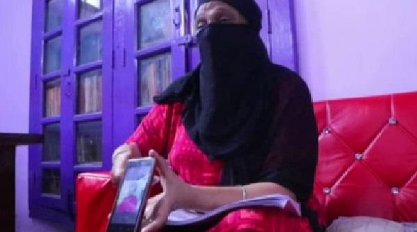 friends used to exchange wives in kanpur on refusal
