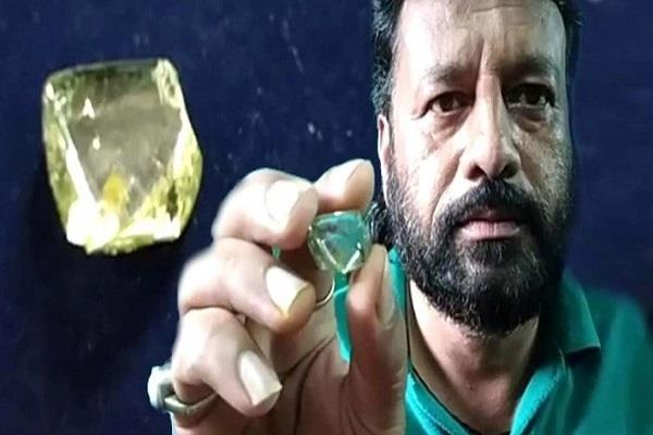laborer gets 29 carat 46 cents diamond becomes millionaire