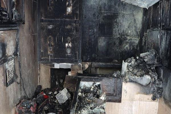 jewelery shop burnt to dust loss of six lakh rupees