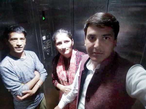 people stranded in lift