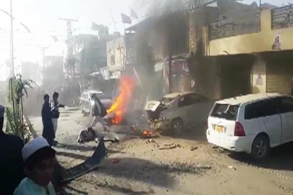 blast in pakistan s balochistan 3 killed 7 injured