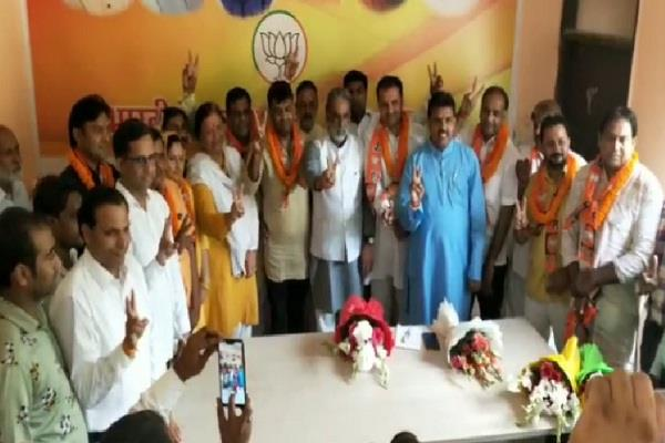four councilors including congress officials joined bjp