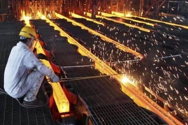 factory investment at three year low of rs 3 31 lakh crore in 2017 18 survey