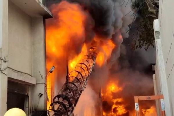 fierce fire in bahadurgarh many workers trapped in factroy