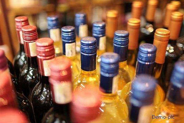 22 bottles of haryana liquor with 2 contained