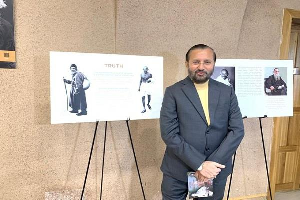 javadekar inaugurates exhibition dedicated to gandhi and tolstoy