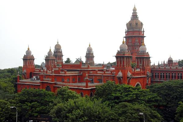 madras high court strict about social media said  companies cannot avoid loss