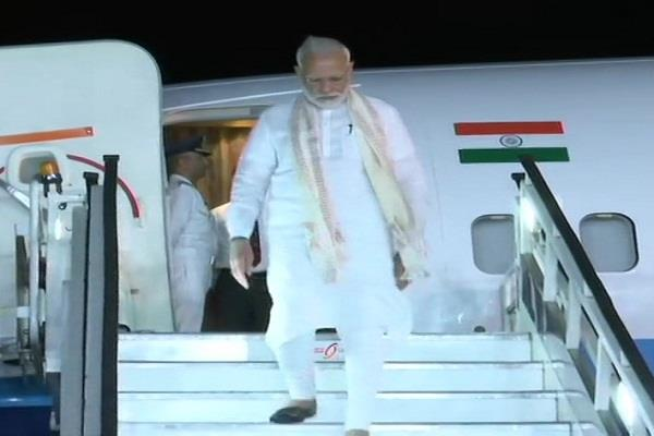 pm modi arrives in bengaluru will witness the landing of chandrayaan 2